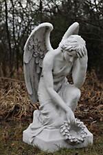 Grabengel Engel kniend mit Kranz Gartenfigur Statue Steinguss Grabschmuck 81 cm