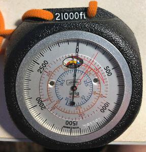 Vintage Revue Thommen Handheld Pocket Altimeter/Swiss Made/21000 ft