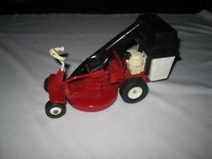 ERTL Snapper Rear Engine Rider Lawn Mower with Removable Bagger 1:12