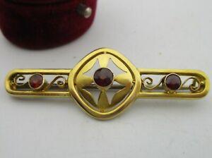 An Antique Hallmarked C1913 Chester Assayed 9ct Gold Garnet Set Bar Brooch.