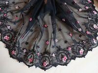 Elastische bestickte  Spitze aus St Gallen in schwarz mit rosa 24cm breit