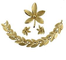 """VINTAGE TRIFARI 1950'S 60'S BRUSHED GOLD TONE BRACELET PIN & EARRINGS PARURE 7"""""""