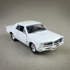 1965 Pontiac GTO White Die-Cast 1:38 Scale Model Car Open Doors Pull-Back 12cm