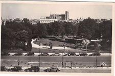 51 - cpsm - REIMS - Au premier plan, le jardin Colbert (F9629)