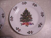 Salad/Bread Plates in the Noel Morning pattern by Gibson Designs-Set of 4 EUC!