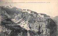 Camino en Modane a LANSLEBOURG los ancianos Fuertes Sardis y la Montañas