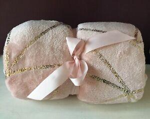 Soft Pink Geometric Pattern Throw bed sofa blanket snuggly warm 150 X 120cm Gold