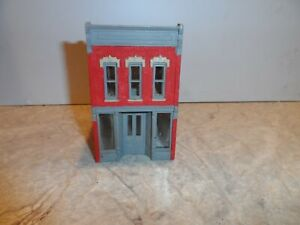 HO SCALE 2 STORY STORE FRONT BUILDING  LIGHTED