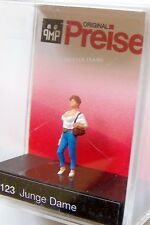 HO Preiser 28123  Well Endowed Young Lady / Woman  : 1/87 scale Figure 3Q