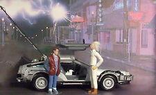 2D Diorama + 1983 Delorean Back To The Future die cast model car 1/24 Collect.