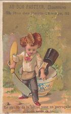 """RASOIR / COMBLE DE LA BETISE POUR UN PERRUQUIER """" RASER LE SOL 1900s CARD CHROMO"""