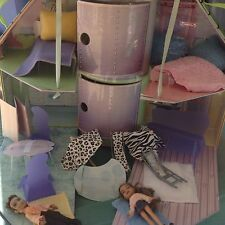 Little Bratz Lougin Loft Doll House With furniture and Dolls