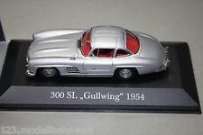 Atlas Mercedes 300SL Gullwing silber 1:43 Vitrine