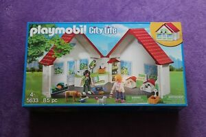 PLAYMOBIL 5633 PET SHOP PLAYSET. SUITABLE FOR AGES 4 YEARS & OVER