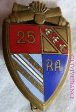 IN6857 - INSIGNE 25° Régiment d'Artillerie, émail, canons dorés, rouge foncé