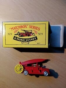 Matchbox Regular MB9 Fire Engine RE-ISSUE Red & Yellow boxed
