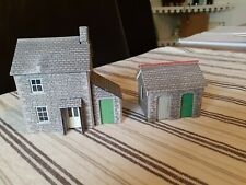 00 GUAGE METCALFE TYPE BUILDING - DETACHED HOUSE & OUTBUILDING
