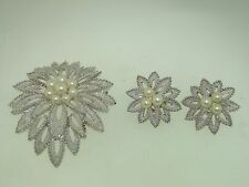 VINTAGE CROWN TRIFARI SILVER & FAUX PEARL TEXTURED PIN & EARRINGS SET!