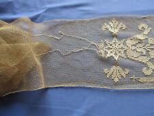 Tulle fin partiellement brodé main ancien (XIXè) 1,15 m x 15 cm