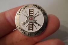 pin s badge SAPEUR POMPIER LIFFOL LE GRAND les Vosges 88 echelle casque