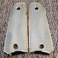 checkered en bois pleine taille GVMT. Pachmayr Colt 1911 Grip double Diamond Charbon