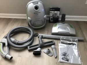 Electrolux Oxygen 3 Model EL7024 Canister Vacuum Cleaner Powerhead & Attachments