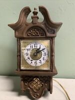 Vintage Hanging Wall Spartus Corp. Clock HOME DECOR OLD ANTIQUE MADE IN USA