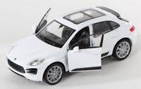 BLITZ VERSAND Porsche Macan Turbo weiss / white Welly Modell Auto 1:34-39 NEU