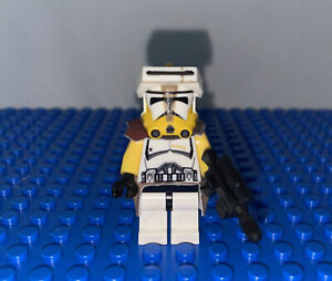 LEGO Star Wars CUSTOM Clone Trooper Yellow Commander Minifigure with CUSTOM gun