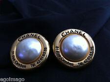 AUTHENTIQUE PAIRE DE BOUCLES D'OREILLES CLIPS signées CHANEL vintage RUE CAMBON