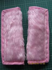 Ligeramente acolchada de imitación de piel rosa, cinturón de asiento de coche cubierta Almohadillas. Rosa recorte. X2