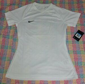 Women's Medium Nike Dri-fit White V neck breathable Short Sleeve T shirt  NWT