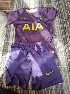 Tottenham Childs Kit size 140cm shirt and shorts purple