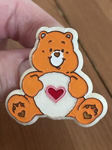 VINTAGE CARE BEARS PLASTIC PIN BROOCH AMERICAN GREETINGS 1983 TENDER HEART