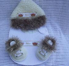 HAND Knitted Bambino Principe PELLICCIA BOOTIES BAVAGLINO E CAPPELLO 0/3 mnth