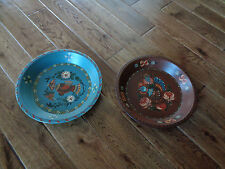 LOT 2 METAL FOLK ART HAND PAINTED BOWLS PLATES BIRDS BROWN & BLUE SIGNED LINDA