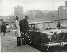 24x18 Orig Foto 1966 Helmut Förnbacher Mercedes 190 Dc Heckflosse VW Bulli photo