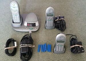 BT FREESTYLE 2500 TRIO CORDLESS PHONES WITH ANSWERMACHINE & CHARGERS BT 009294