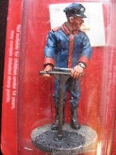 FIGURINE DEL PRADO POMPIER TENUE DE FEU BARCELONE ESPAGNE 1923 FIRE FIGHTER
