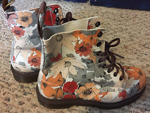 Doc Dr Martens Floral Boot, Limited Nordstrom Exclusive, US 8/ EU 39, EUC, Rare