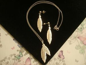 Beautiful,Finely Crafted Sterling Silver Feathers Design Earrings & Necklace SET