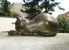 Ancien très beau chat joueur, sculpture en régule à patine bronze signée Font.