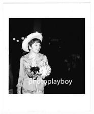 ACTRESS SHIRLEY MacLAINE PARTIES HEARTY IN HOLLYWOOD CANDID PRESS PHOTO 1967