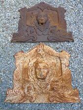 LION , face de fontaine tête de lion et anges en fonte rouillé , jet d eau .