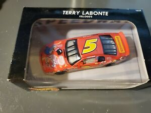 Hot Wheels Pro Racing NASCAR #19238 Froot Loops 5 Terry Labonte 1:43 1997