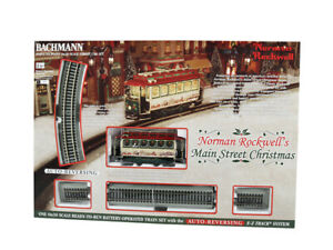 Bachmann 25100 Norman Rockwell's Main Street Christmas Battery Operated : On30