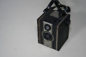 1955 Vintage D-20 Coronet British Box Camera Pseudo TLR For 2 ¼ x 2 ¼ 120 or 620