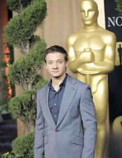 Jeremy Renner UNSIGNED photo - G1080 - At the Oscars