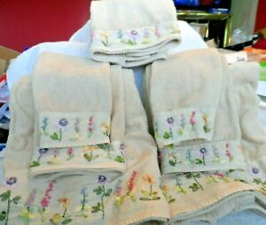 Hand decorated Beige 7 piece bathroom towels - 2 bath, 2 fingertip, 3 hand towel