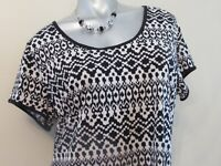 Women's OLD NAVY Black and Cream White Tribal Short Sleeve Blouse Top Size XL 16